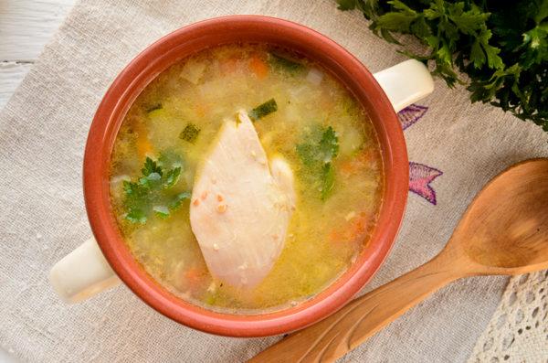 Пшеничный суп с курицей