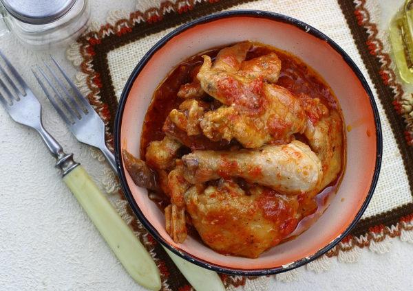 Курица в томатном соусе на сковороде