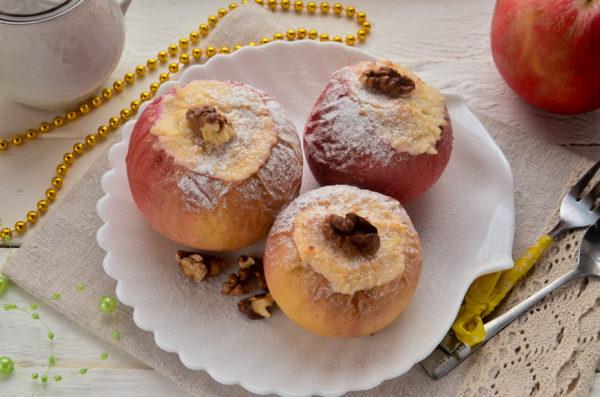 Яблоки, запеченные с творогом и медом